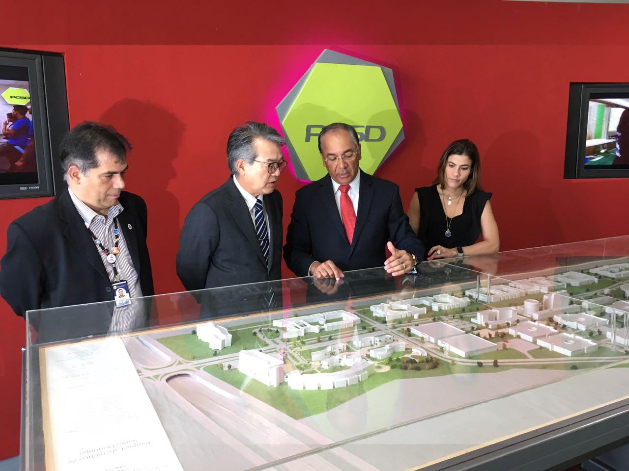 El Embajador del Japón visita al Parque Cibernérico