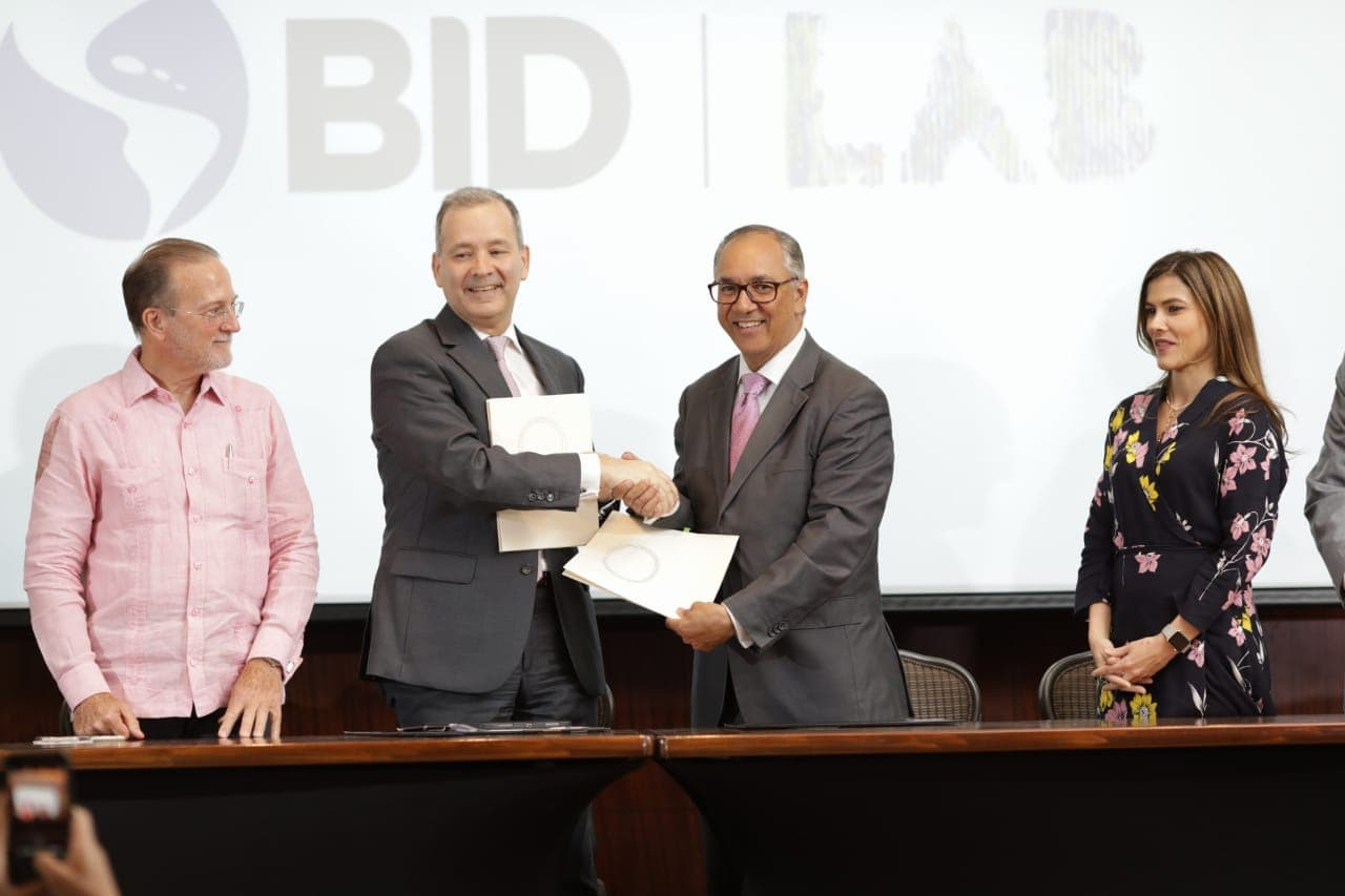 Parque Cibernético y el BID firman convenio para la digitalización y optimización tecnológica